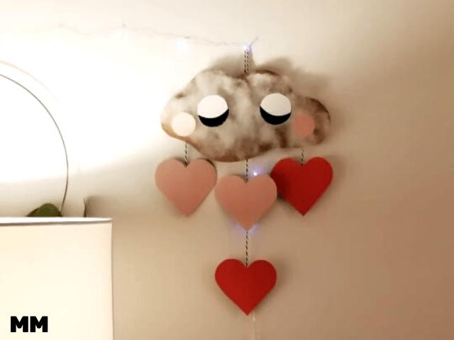 Wolkenmobile mit Herzen