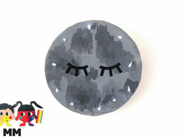 Einfache und süße Mond Wandlampe aus Karton