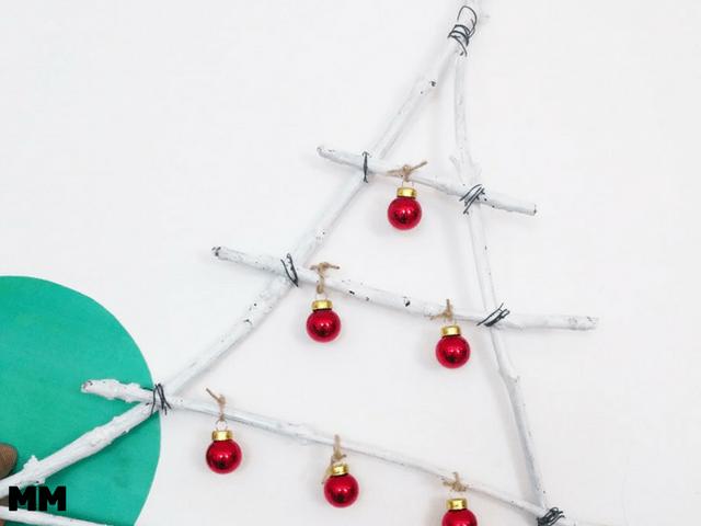 Weihnachtsbaum aus Stöcken
