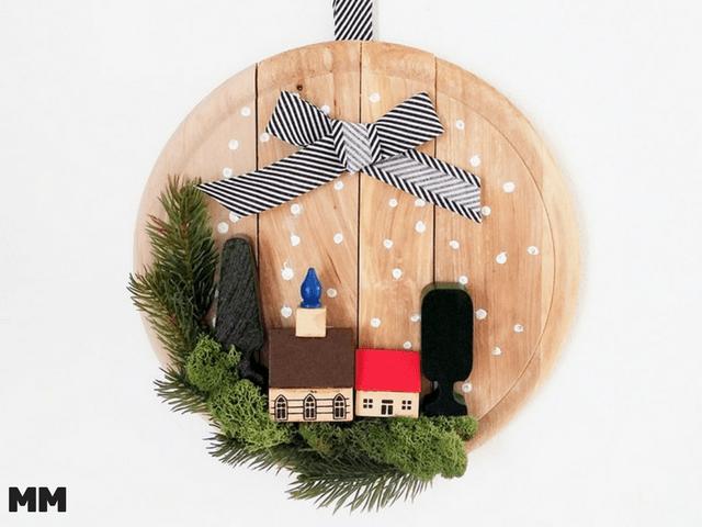 Weihnachtliche Türdeko aus altem Schneidbrett
