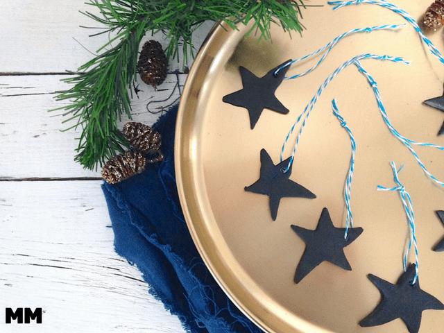 Weihnachtlicher Baumanhänger aus Salzteig