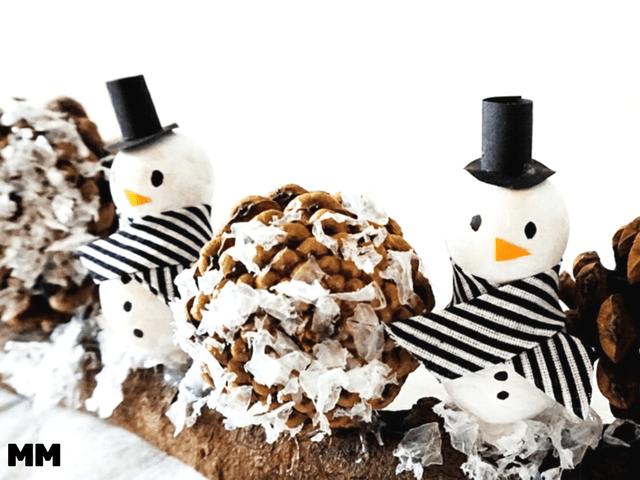 Einfache Schneemänner aus Holzkugeln basteln