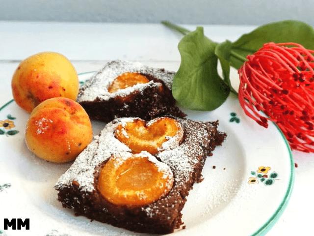 Schoko Marillenkuchen mit Datteln gesüßt, glutenfrei