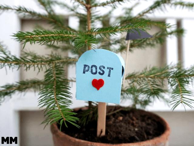Brieftkasten mit Liebespost für den Valentinstag