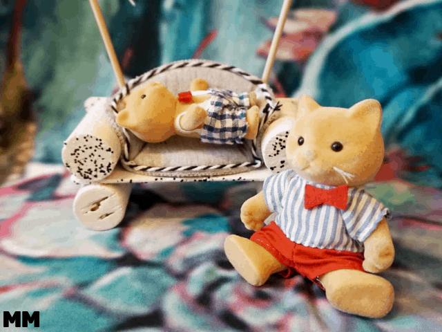 Mit Eisstäbchen und Korken eine einfache Puppencouch basteln