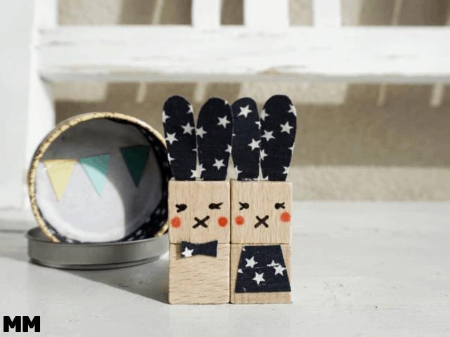 Kleine Holzhasen in der Teebox