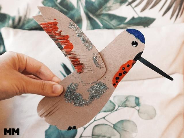 Mit Hand- und Fußabdrücken Vögel gestalten